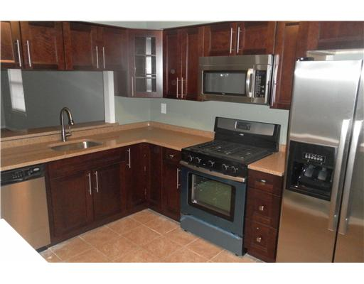 1508 Woodbridge Commons kitchen