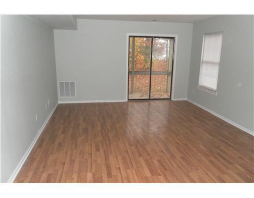 1508 Woodbridge living room